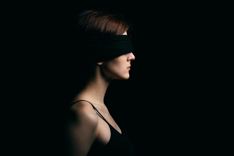 8 Exciting 50 Shades of Grey Sex Idea - Blindfold